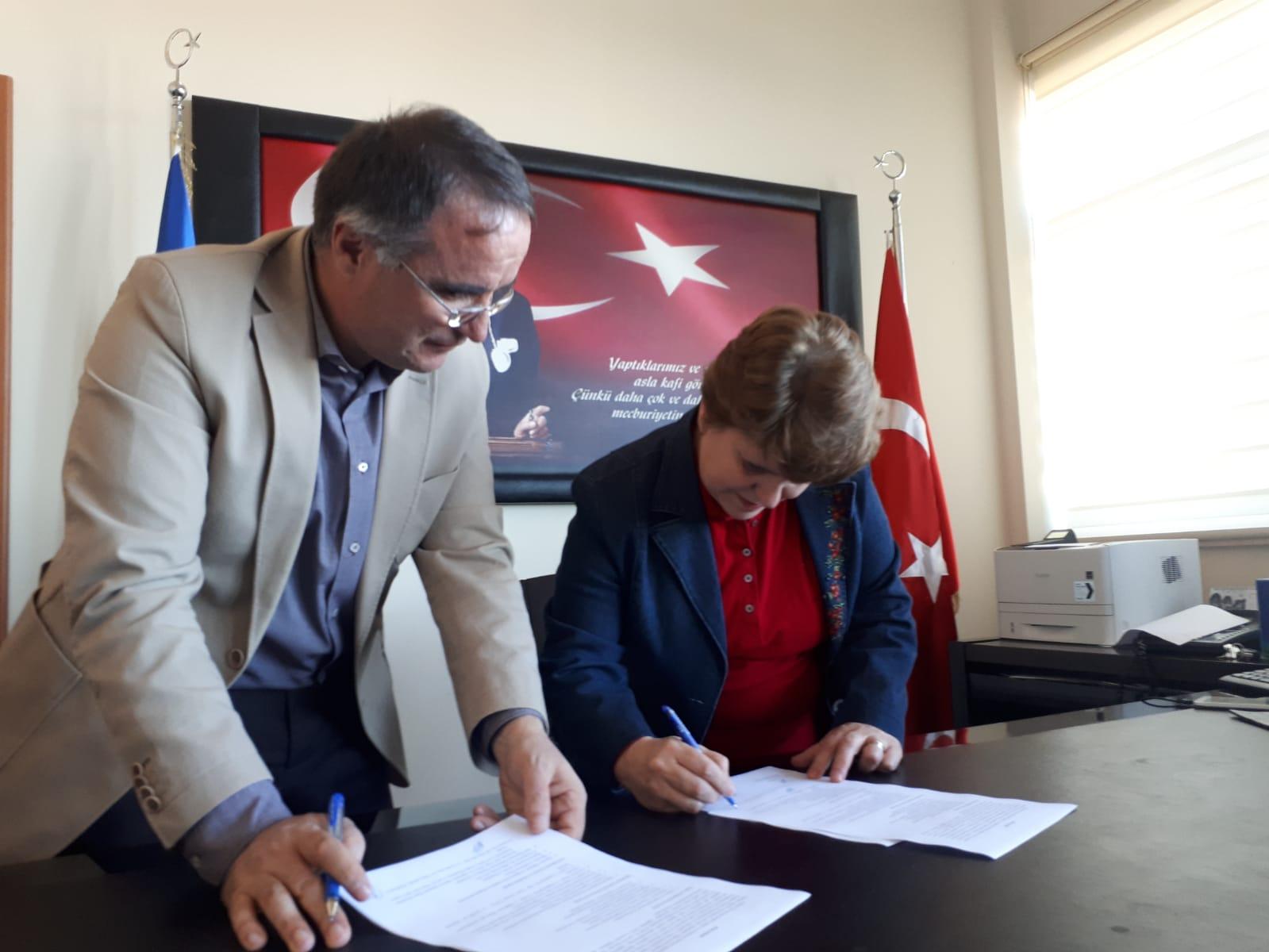 """""""Eğiticilerin Eğitimi"""" Trabzon-SEM ve KTÜ Eczacılık Fakültesi Protokolü"""